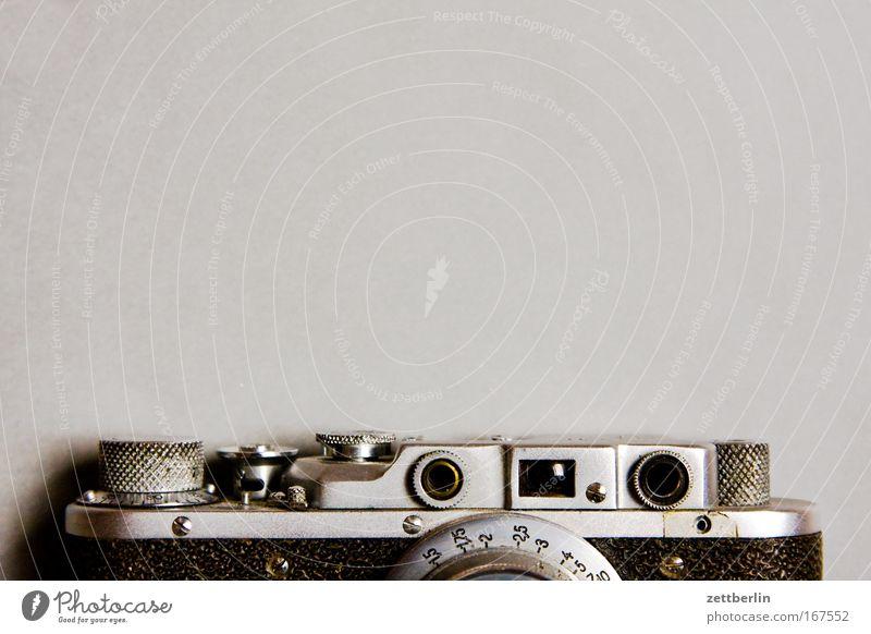 Original oder Fälschung? Fotokamera Schraube Linse Sucher Klassik klassisch Textfreiraum Auslöser Blende Vorderseite Optik Gehäuse nachgebaut