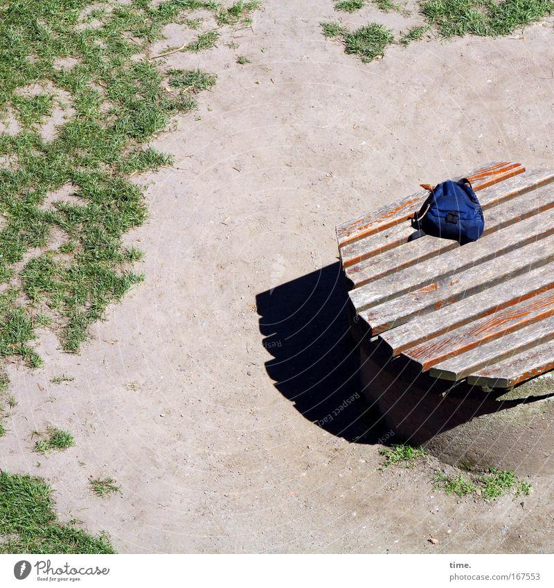 Pausenstulle (missing version) Sommer Einsamkeit Wiese Holz Sand Platz Tasche Holzbrett Sitzgelegenheit Oberfläche Staub Gully Beutel Abdeckung Rucksack