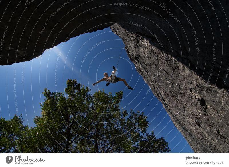 nightmares about falling? pt.2 Freizeit & Hobby Klettern Bergsteigen Sportler Bergsteiger Mann Erwachsene Himmel Schönes Wetter Baum Felsen Berge u. Gebirge