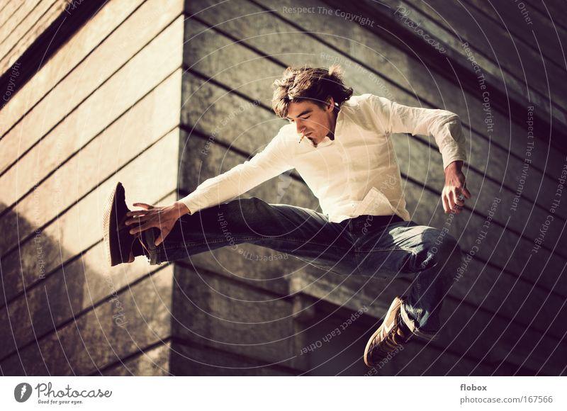 [MUC-09] Nild in the Air II Mann Jugendliche Erwachsene springen fliegen gefährlich Coolness bedrohlich Rauchen Skateboarding Mut Zigarette Freak Salto Trick