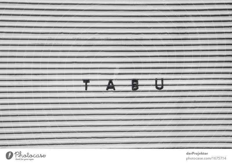 T A B U Haus kalt Wand Hintergrundbild Mauer Fassade Angst Schriftzeichen bedrohlich Zeichen Neugier Buchstaben Information Interesse Text Bekanntheit