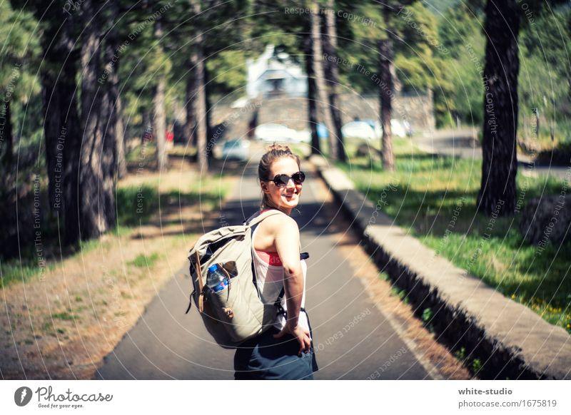 Wanderslust Mensch feminin Frau Erwachsene Fitness gehen genießen Ferien & Urlaub & Reisen Sport wandern sportlich Fröhlichkeit Gesundheit stachelig Freude