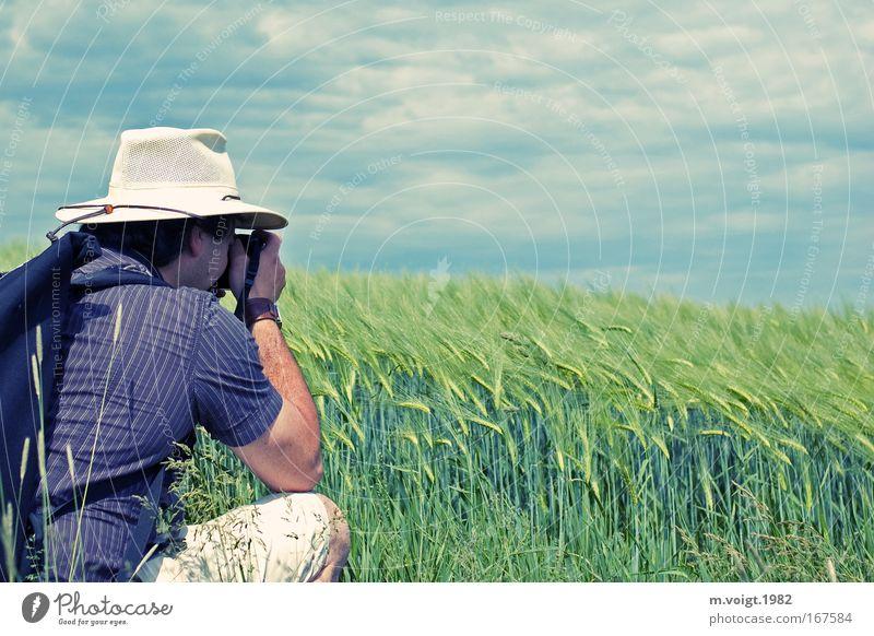 Der Fotograf Mensch Himmel Mann Natur Sommer Wolken Tier Erwachsene Frühling Horizont Feld Freizeit & Hobby maskulin 18-30 Jahre Getreide Hut