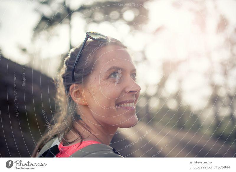 All you need ist outdoor! Mensch Junge Frau Jugendliche Erwachsene wandern Bewegung Spaziergang Wald Waldlichtung sportlich Sportler Sport-Training laufen