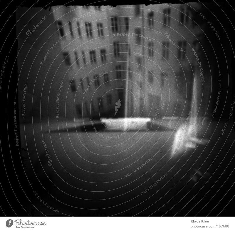 THE NOISE GOES AROUND ::: Schwarzweißfoto Deutschland Haus Architektur Deutscher Bundestag Kristalle Licht hängen alt schwarz Hoffnung Glaube demütig Langeweile