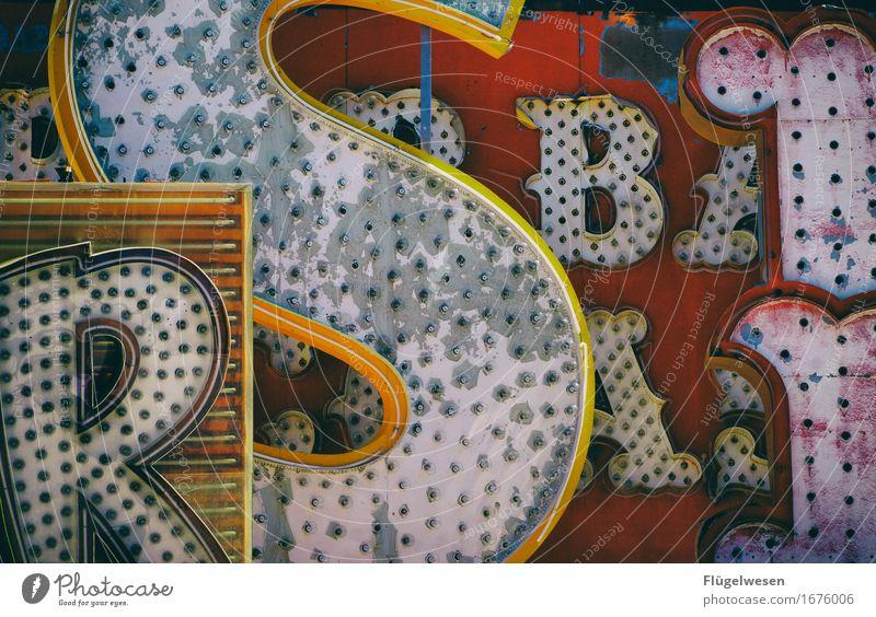 Leuchtreklame [1] alt Farbe Beleuchtung Lampe leuchten Schriftzeichen Buchstaben Werbung Glühbirne Werbebranche Neonlicht neonfarbig Logo Leuchtreklame Farbenwelt Werbeschild