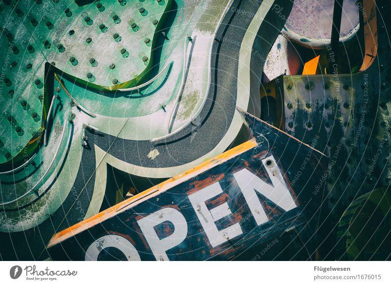 Leuchtreklame [6] Lampe Werbebranche Schriftzeichen alt leuchten Farbe Werbung Neonlicht Buchstaben Leuchtbuchstabe Werbeschild werben Beleuchtung used old