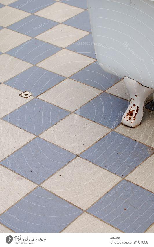 Bad Anno 1960 alt blau Erholung Wohnung Design ästhetisch Wellness retro Innenarchitektur Fliesen u. Kacheln Vergangenheit Badewanne Wohlgefühl kariert Kur