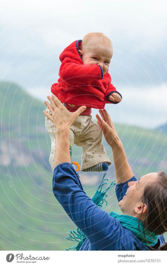 Erste Flugstunde Mensch Frau Kind Natur Jugendliche Junge Frau Landschaft Wolken Freude Erwachsene feminin Lifestyle Familie & Verwandtschaft Glück fliegen