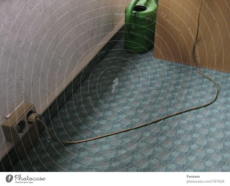 Zimmer mit Stromversorgung alt Traurigkeit Innenarchitektur außergewöhnlich Stimmung Wohnung Raum Häusliches Leben Design Armut Technik & Technologie Zeichen