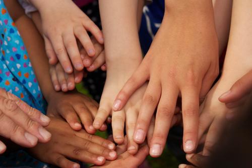 Hände Haut Hand Menschengruppe berühren Zusammensein braun Farbfoto Nahaufnahme