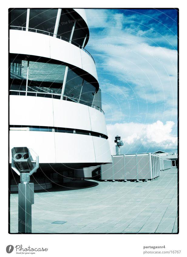 roger tower Himmel Architektur fliegen Beton modern Flughafen Stahl Radarstation