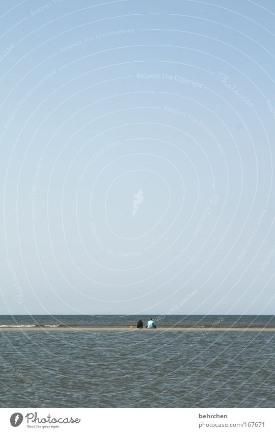 zusammen ist man weniger allein Farbfoto Außenaufnahme Textfreiraum oben Mensch Freundschaft 2 Himmel Wolkenloser Himmel Sommer Wellen Küste Strand Nordsee Meer