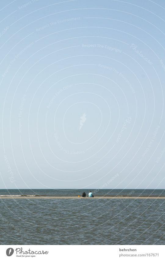 zusammen ist man weniger allein Mensch Wasser Himmel Meer Sommer Strand Ferne Freundschaft Zufriedenheit Zusammensein Wellen Küste Rücken Vertrauen Nordsee Blauer Himmel