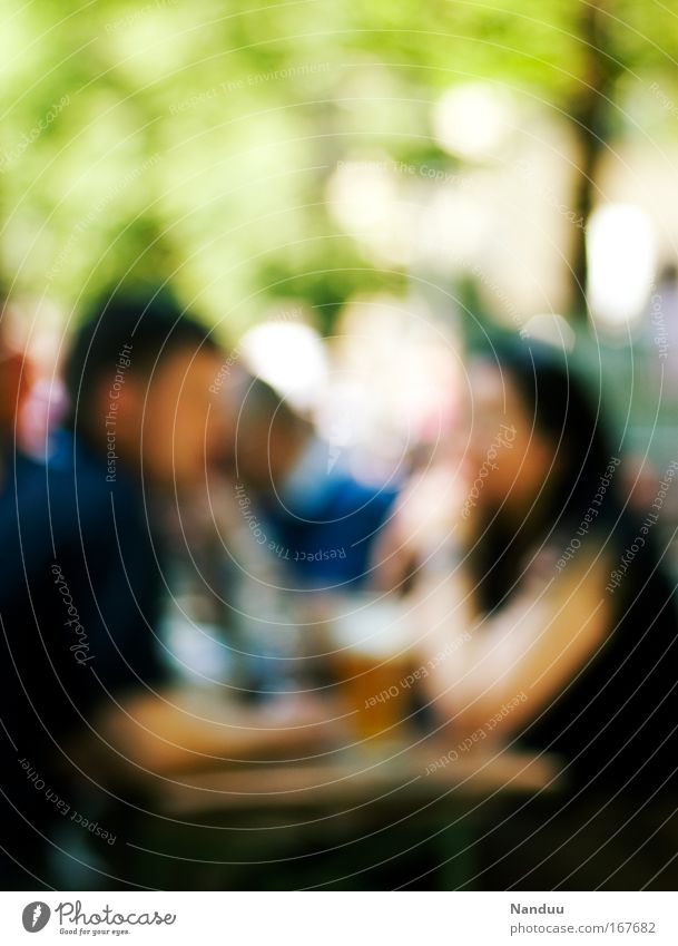 Biergarten Mensch Sommer Erwachsene Erholung Paar Deutschland Zusammensein Zufriedenheit Hintergrundbild Freizeit & Hobby maskulin paarweise Bier München Restaurant Partner