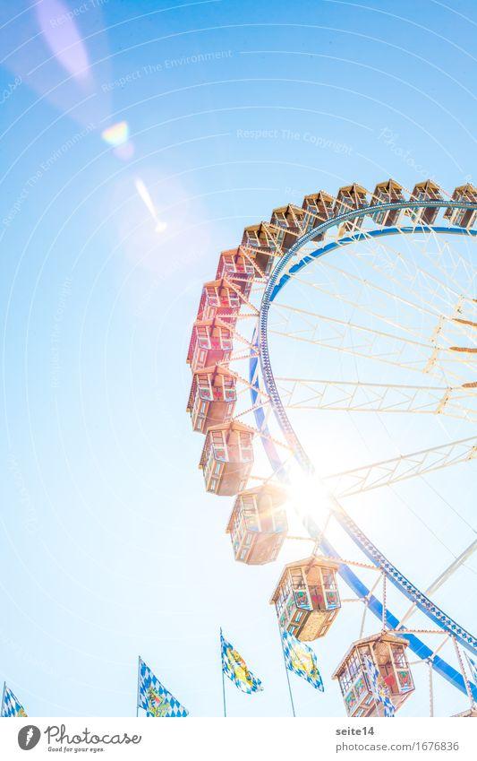 Oktoberfest. Riesenrad, blauer Himmel. Volksfest. Sonnenlicht Hintergrundbild Blendenfleck Bayern Deutschland Freiheit Freizeit & Hobby Glück Fahrgeschäfte