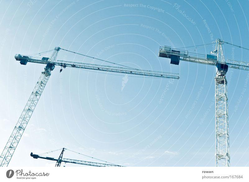 tanz der kräne II Farbfoto Hintergrund neutral bauen Kran Baustelle Konstruktion Wandel & Veränderung Höhe Himmel