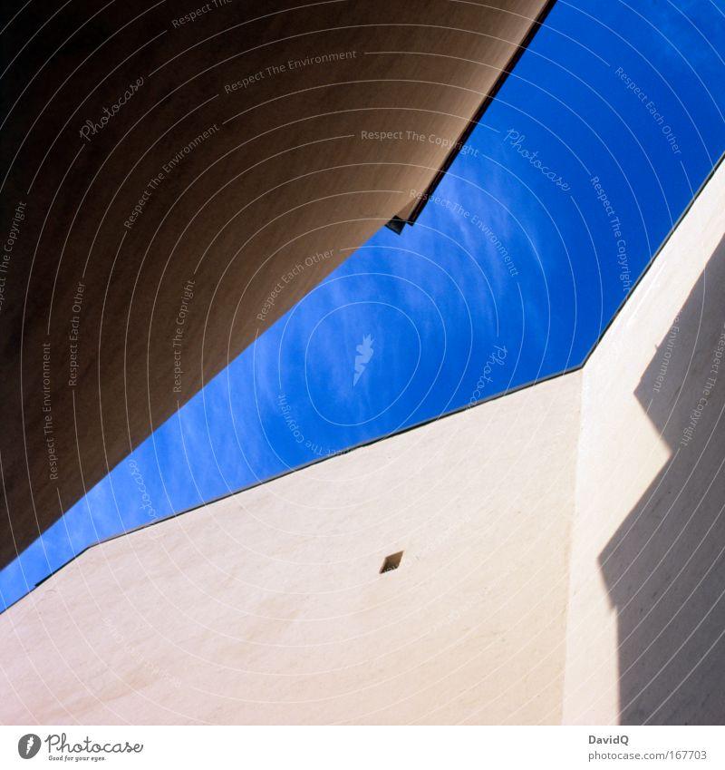 blue sky cornered Himmel blau Stadt Haus Wand Mauer Gebäude Fassade frisch Bauwerk Hinterhof Luftaufnahme Altbau Altstadt Wolkenloser Himmel
