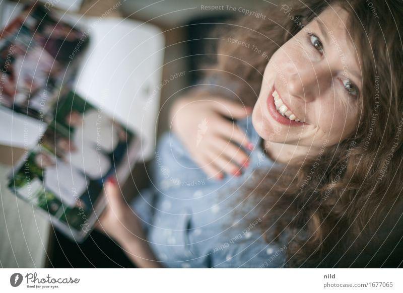 Jeahhhhh Fotos! Lifestyle Gesicht Freizeit & Hobby Mensch feminin Frau Erwachsene 1 18-30 Jahre Jugendliche Lächeln lachen Blick Fröhlichkeit schön natürlich