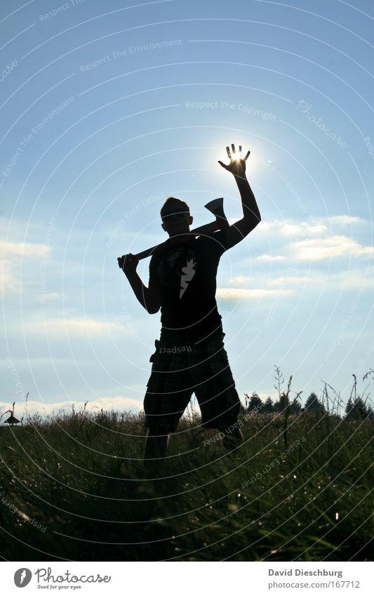 E.T. vorm Amoklauf Mensch Natur Mann blau Hand Sommer Pflanze Sonne Wolken schwarz Erwachsene Wiese Gras Arme maskulin Finger