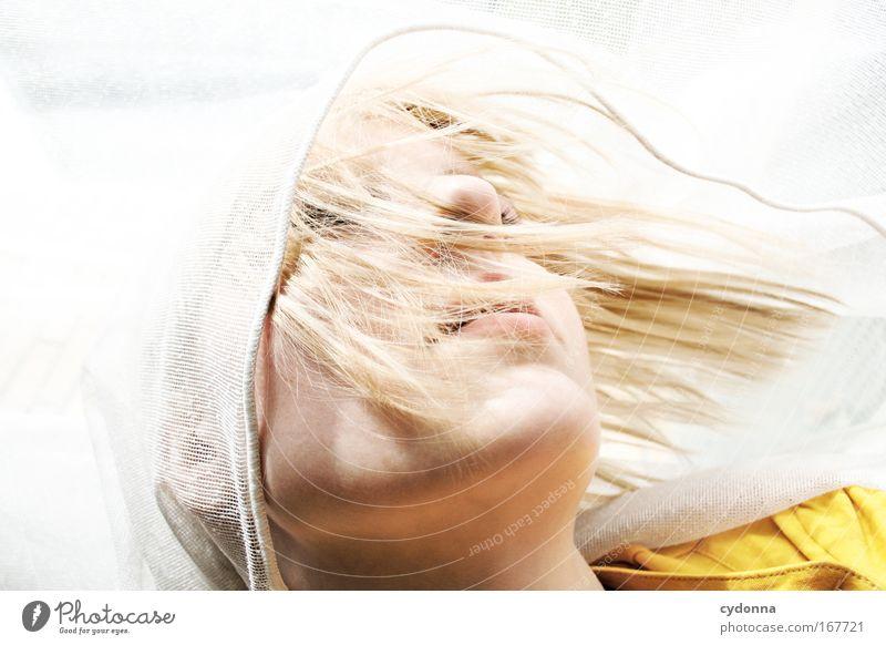 Woanders sein Mensch Frau Jugendliche schön Gesicht Erwachsene Leben Gefühle Freiheit Bewegung Traurigkeit träumen Zeit elegant Haut ästhetisch