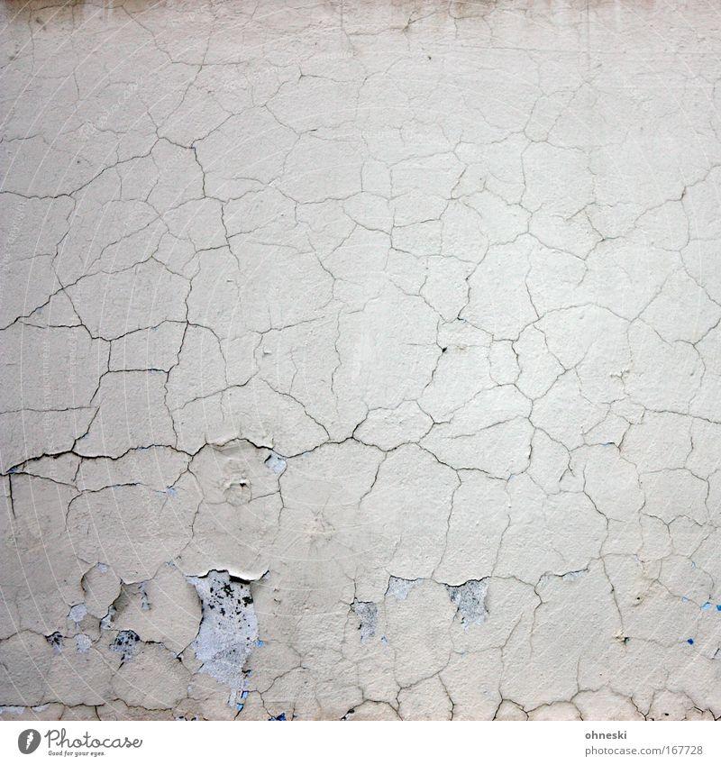 Gerissen alt Haus Wand Mauer Traurigkeit Gebäude Fassade Häusliches Leben kaputt retro Trauer Vergänglichkeit Wüste Verfall Putz Handwerker