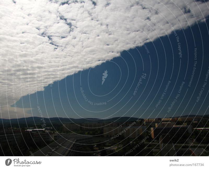 Wolkenfront Himmel blau weiß Stadt Wolken schwarz Haus Umwelt Landschaft Gebäude Luft Horizont Wetter Klima groß Urelemente