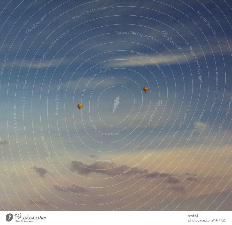 Schwebezustand Himmel Natur blau Ferien & Urlaub & Reisen Wolken Ferne Freiheit Umwelt Wetter fliegen Ausflug Abenteuer Luftverkehr Klima Sehnsucht Kunststoff