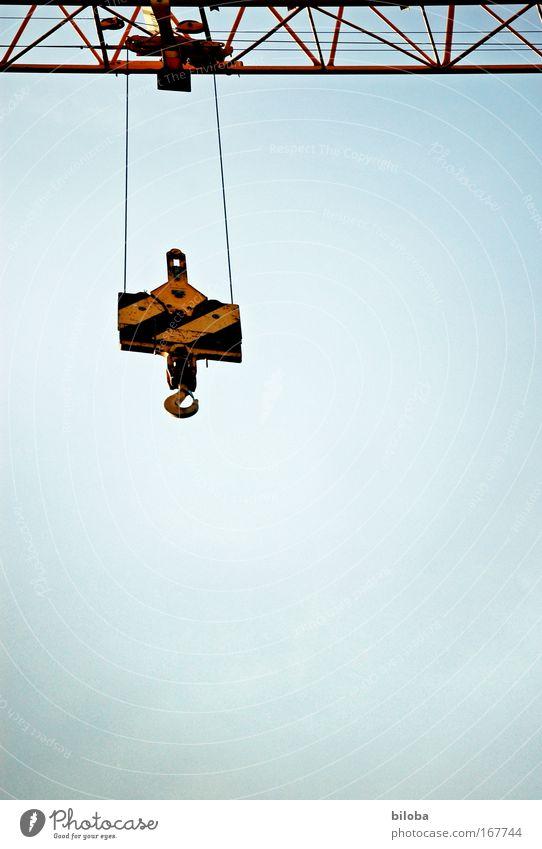 Da ist ein Haken dran! Farbfoto Außenaufnahme Nahaufnahme abstrakt Menschenleer Textfreiraum unten Hintergrund neutral Starke Tiefenschärfe Froschperspektive