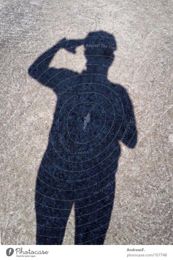 Sonnenanbeter Mensch Mann Sommer Erwachsene Beton Suche beobachten Schönes Wetter blenden Helm Gruß Wetterschutz Schattenspiel Appell