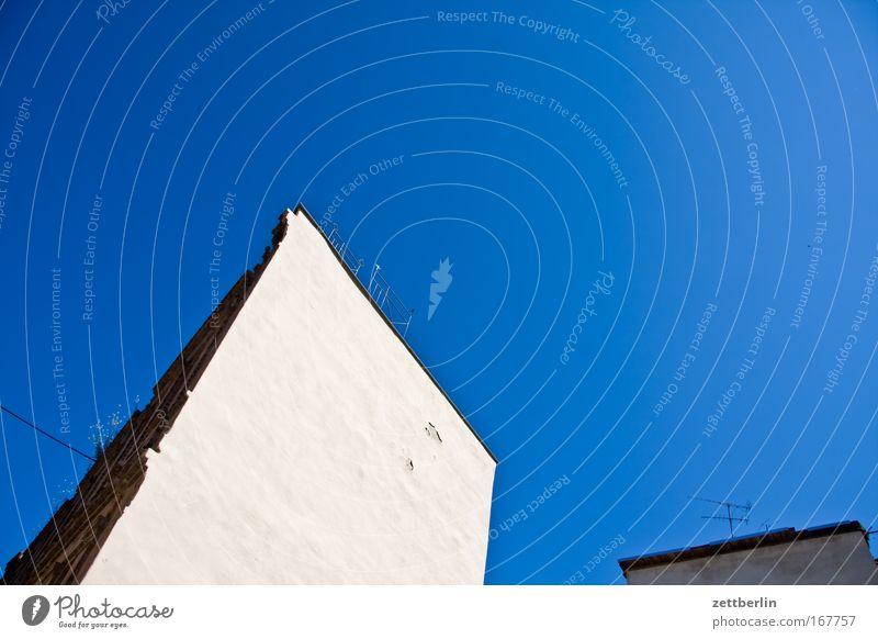 Aschersleben-Nordwand Himmel Sommer Haus Wand Mauer Deutschland Fassade Spitze Schönes Wetter Putz Mieter Sachsen steil Vermieter Mittelalter Gemäuer