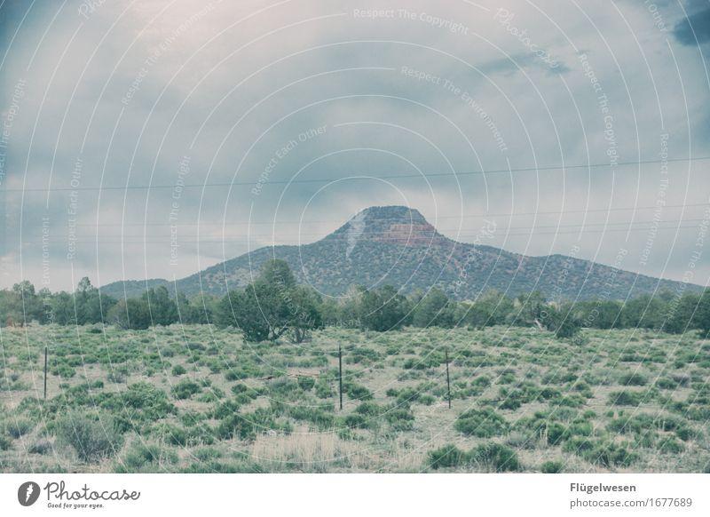 Irgendwo im Nirgendwo Himmel Ferien & Urlaub & Reisen Sommer Wolken Wald Berge u. Gebirge Straße Wärme Freiheit Felsen Aussicht Neugier Hügel USA entdecken