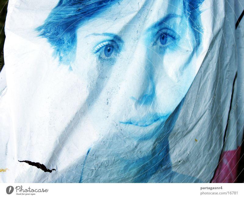 vergängliche Schönheit Frau Werbung obskur Plastiktüte