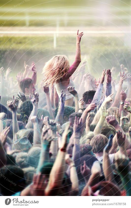 Holi Festival Mensch Jugendliche Freude 18-30 Jahre Erwachsene Leben feminin Glück Feste & Feiern Haare & Frisuren Party Stimmung Freizeit & Hobby Musik blond