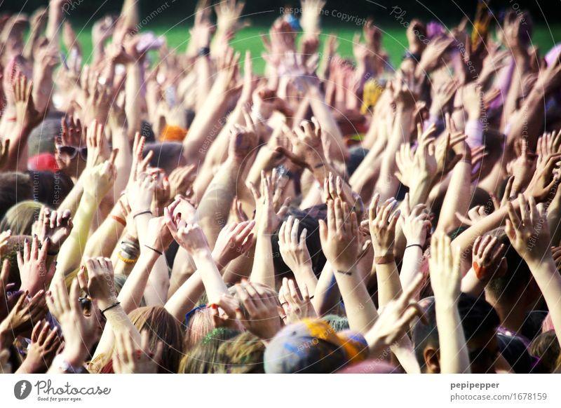 Festival Mensch Ferien & Urlaub & Reisen Jugendliche Hand Freude 18-30 Jahre Erwachsene Bewegung Feste & Feiern Party Zusammensein Freizeit & Hobby Musik