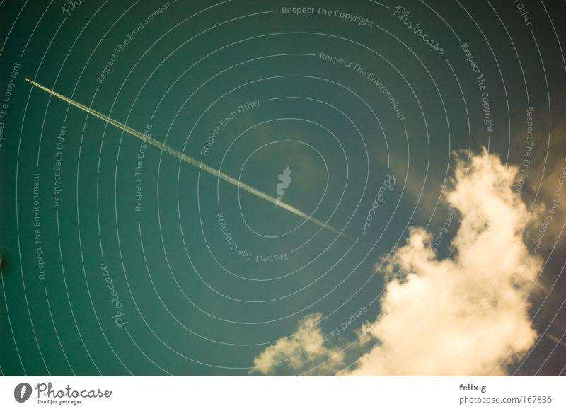 kondensiertes wasser liegt in der luft Himmel grün blau ruhig Wolken Freiheit Luft Flugzeug Wetter frei Geschwindigkeit frisch Luftverkehr einfach
