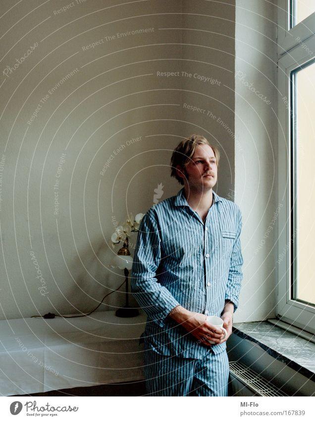 untitled film-flo Morgen Selbstportrait Schlafanzug Kaffee wohnzimmer Pflanze analog Farbe Inszenierung