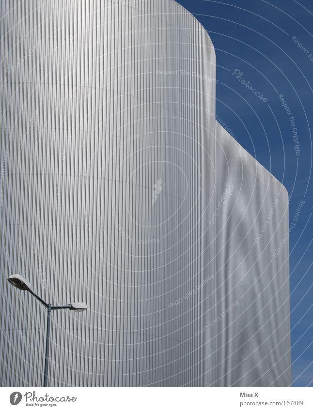 FUG II Farbfoto Außenaufnahme Menschenleer Zentralperspektive Energiewirtschaft Industrie Skyline Industrieanlage Fabrik Bauwerk Gebäude Architektur Mauer Wand