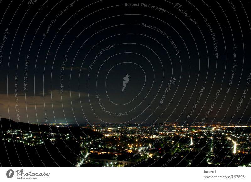 schlummertlicht II Farbfoto Außenaufnahme Luftaufnahme Textfreiraum oben Abend Dämmerung Nacht Langzeitbelichtung Starke Tiefenschärfe baden bei wien