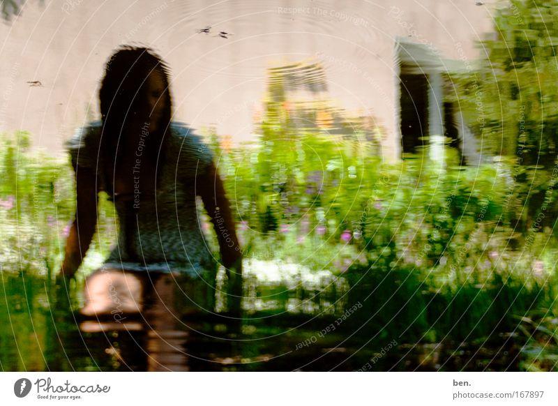Haiku Mensch Natur Jugendliche Wasser Blume Pflanze Gras Garten Wärme glänzend nass sitzen Sträucher Insekt beobachten