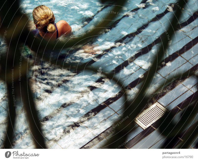 Die kleine Meerjungfrau Frau Wasser blau blond Rücken Schwimmen & Baden Bikini