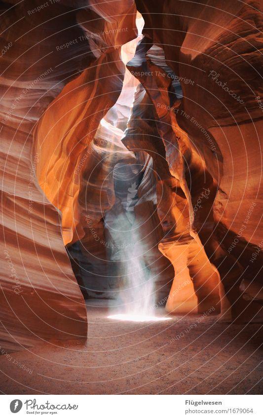 Upper Antelope Canyon [18] Farbe Berge u. Gebirge Stein Sand Felsen Tourismus orange Ausflug berühren Hügel USA Amerika eckig Schlucht Farbenspiel Lichtspiel