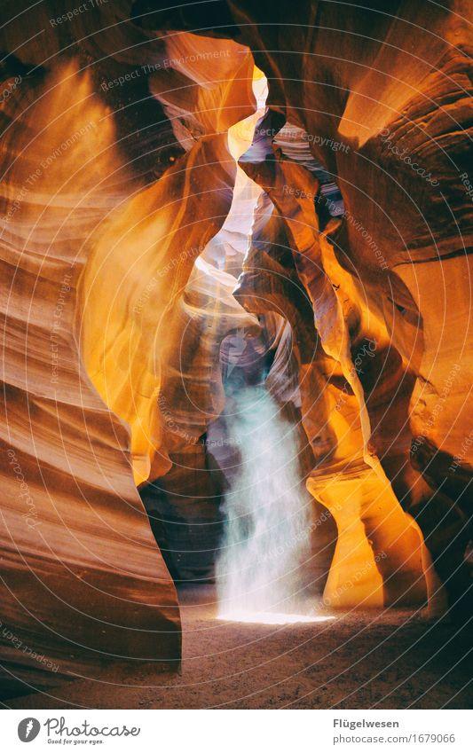 Upper Antelope Canyon [20] Farbe Berge u. Gebirge Stein Sand Felsen Tourismus orange Ausflug berühren Hügel USA Amerika eckig Schlucht Farbenspiel Lichtspiel