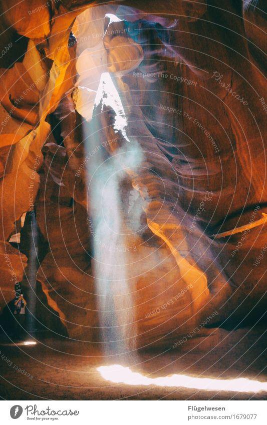 Upper Antelope Canyon [37] Farbe Berge u. Gebirge Stein Sand Felsen Tourismus orange Ausflug berühren Hügel USA Amerika eckig Schlucht Farbenspiel Lichtspiel