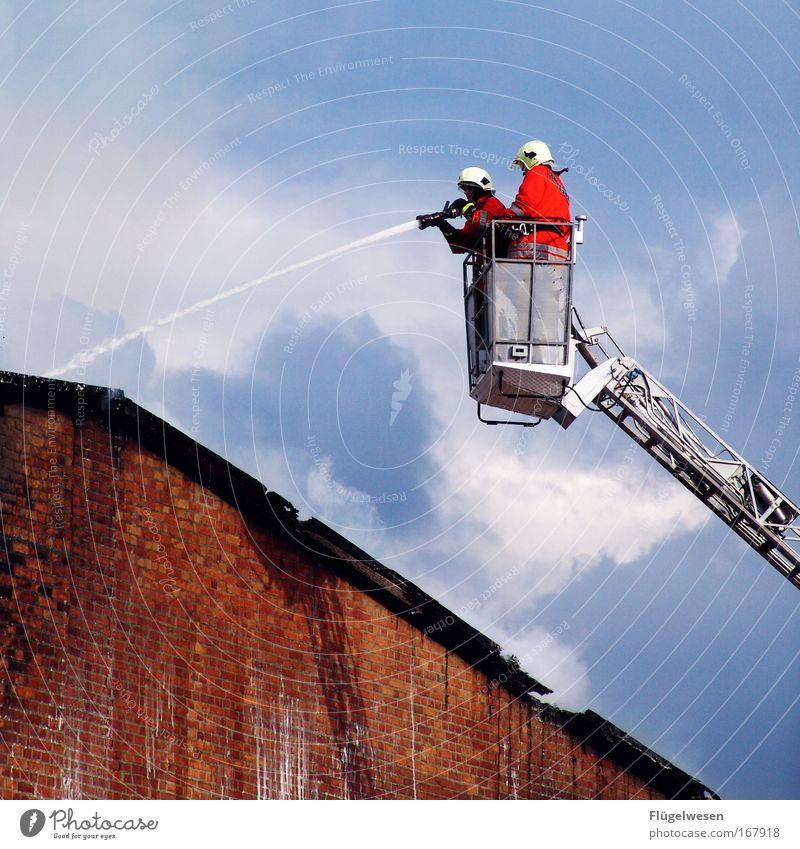 Badewanne voll laufen lassen mal anders... Freude Traurigkeit Zusammensein Brand Erfolg Feuer lernen kaputt Rauch Schmerz festhalten Brandschutz brennen Leiter