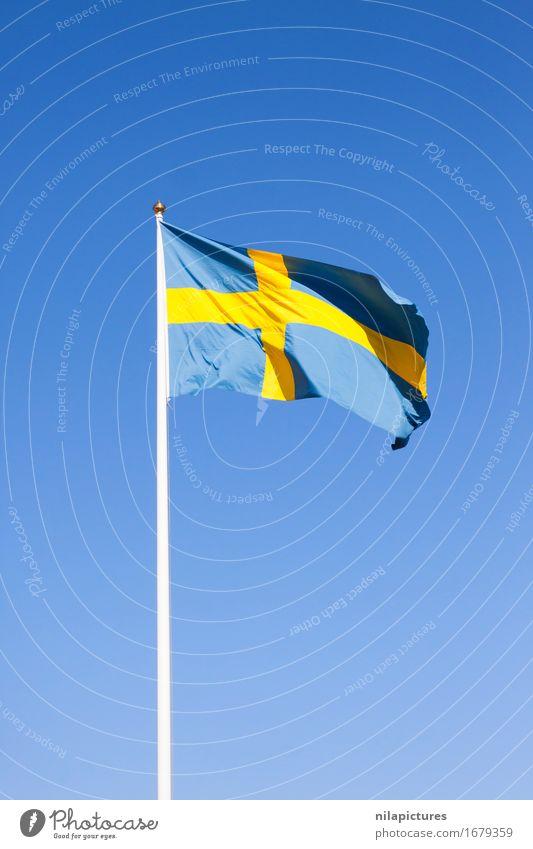 Schwedische Flagge Ferien & Urlaub & Reisen Stadt blau Sommer Sonne gelb Hintergrundbild Lifestyle Freiheit Tourismus Ausflug Schilder & Markierungen Wind groß