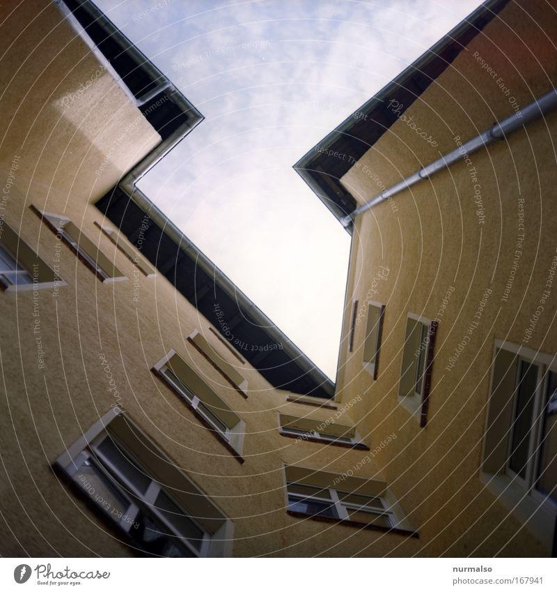 Eco x 5 hoch x Himmel Stadt Haus dunkel Wand Architektur Graffiti Gebäude Mauer Fassade Wohnung Häusliches Leben Luft dreckig Luftverkehr modern
