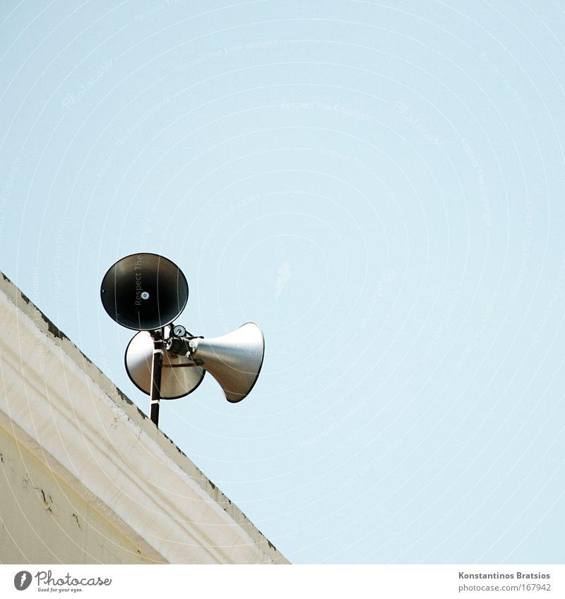 DURCHSAGE: berry hat die 1000 voll Farbfoto Außenaufnahme Menschenleer Textfreiraum rechts Textfreiraum oben Hintergrund neutral Tag Sonnenlicht Musik