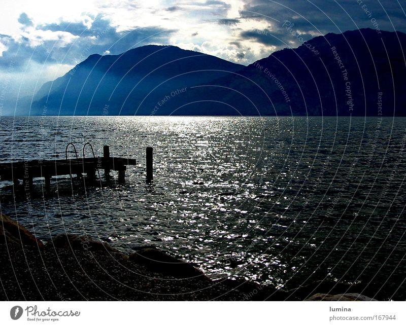 Gardasee Natur schön Himmel blau Ferien & Urlaub & Reisen schwarz Wolken dunkel Erholung Berge u. Gebirge träumen See Landschaft glänzend Nebel Wetter
