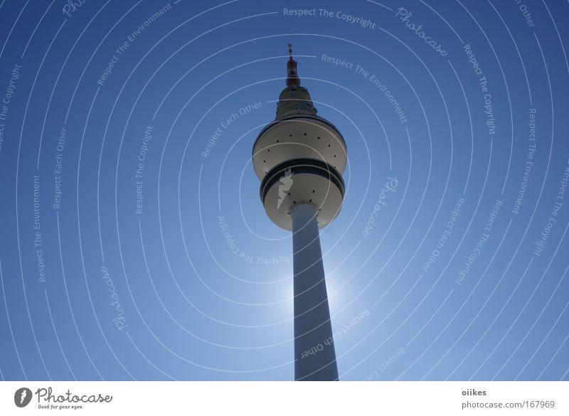 Hamburg Fernsehturm blau Architektur modern hoch Zukunft Telekommunikation Turm Bauwerk Wolkenloser Himmel Wahrzeichen graphisch aufwärts Sehenswürdigkeit